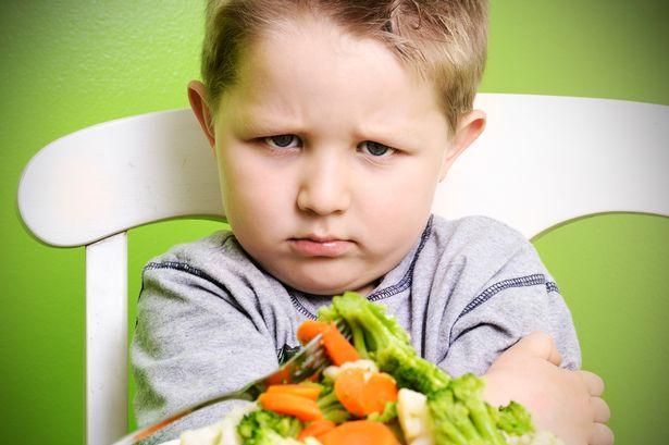Cho bé dùng thuốc trị biếng ăn giúp bé thèm ăn